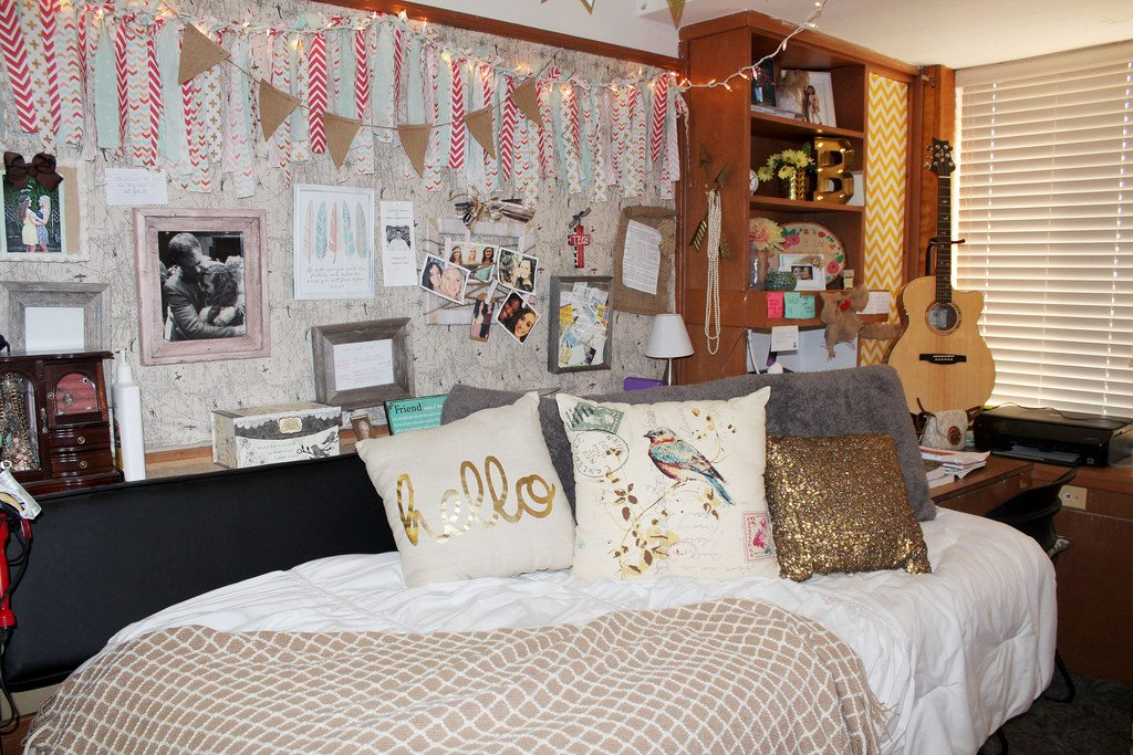 How To Decorate Your Bedroom Like An Artist