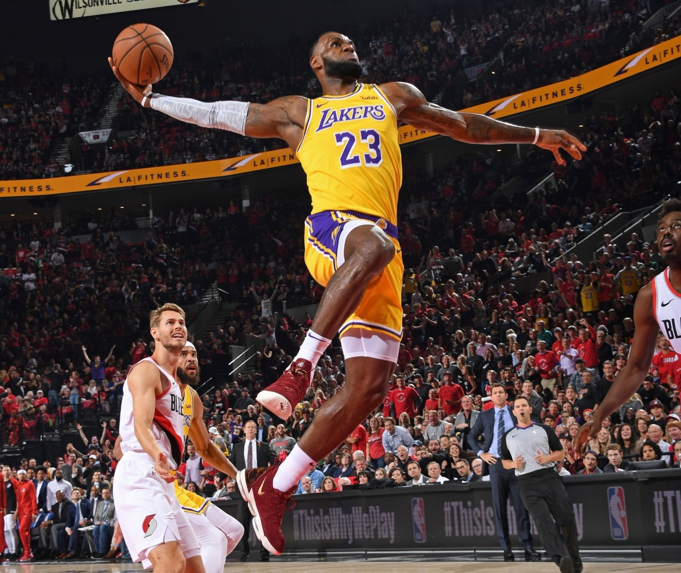 The race for MVP of the NBA season is heating up - The Boar Lebron James Yelling Vs Lakers