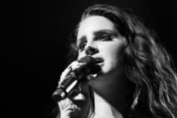 Lana Del Rey performing, 'Video Games'