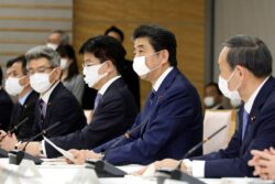 Japanese ministers sitting at a table / Image: Wikimedia Commons