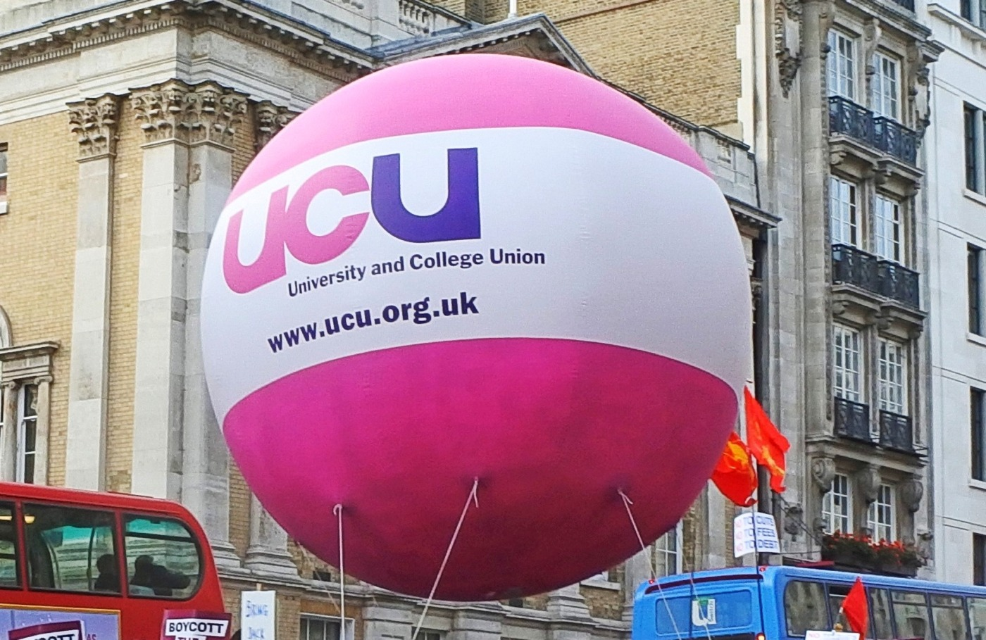 University students should be double jabbed by September, says UCU